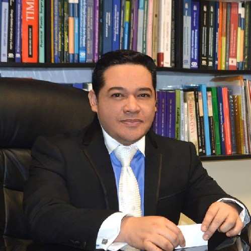 Dr. César Calderón