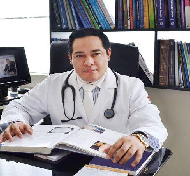dr-cesar-calderon-cirujano-plastico-en-lima-peru